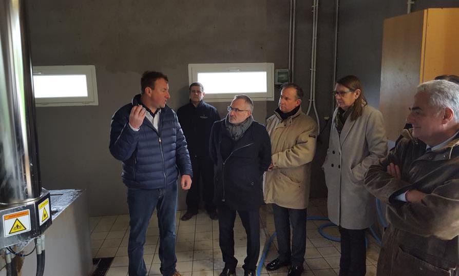 Visite de la salle de traite robotisée à Sarigny,  hameau du village de La Chapelle-Monthodon