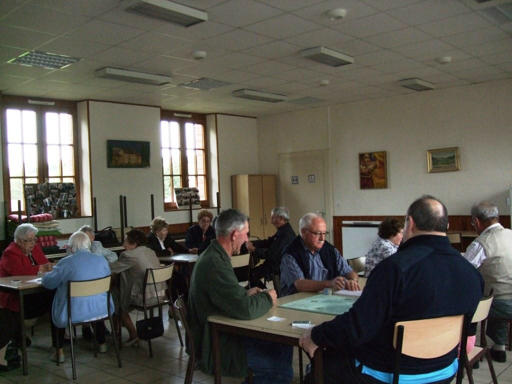 Vers 16h, après un repas délicieux, retour à la salle communale de La Chapelle-Monthodon  pour quelques parties de cartes jusqu'à 18h