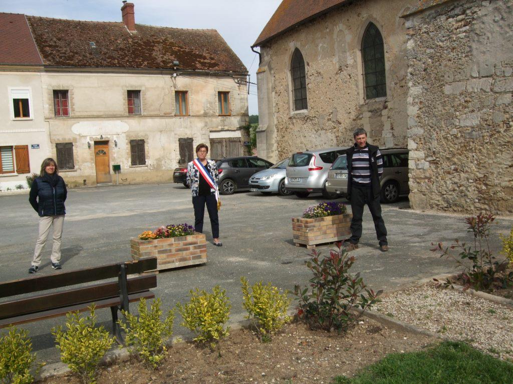 Minute de silence - Au centre Jacqueline Picart, à gauche Valérie Van Gysel et à droite Jean-Yves Roulot