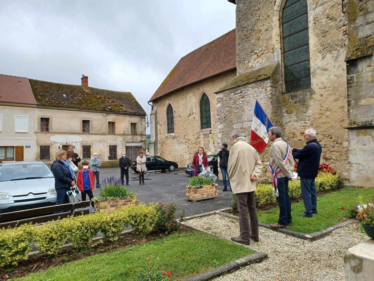 La météo instable n'a certainement pas encouragé les habitants à assister à la cérémonie