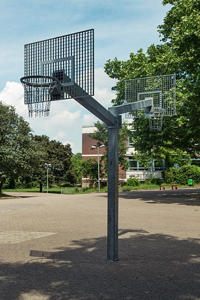 Basketballkörbe für den Schulhof (2017).