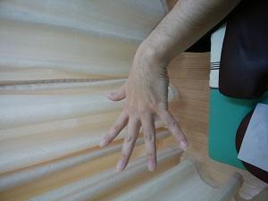 手首が上がらない、指が開かない。