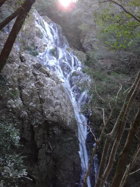 愛知県の綺麗な滝は、手術後回復期に相性抜群な温泉です。