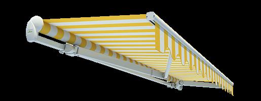 """Offene Gelenkarmmarkise """"Economy"""" mit gelb weiß gestreiftem Stoff und weißen Gelenkarmen im ausgefahrenen Zustand"""