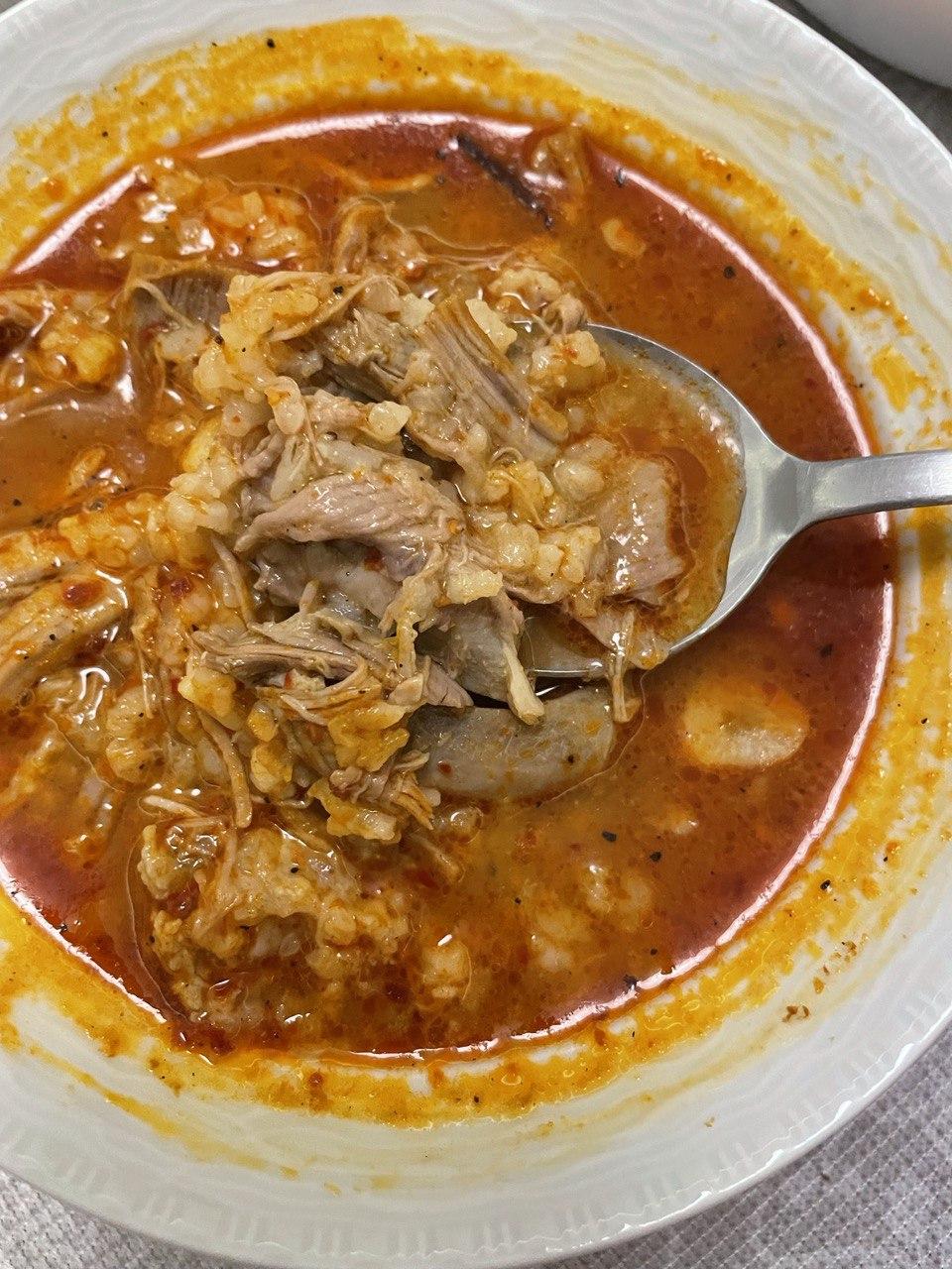 Beyran Corbasi: türkische Fleischsuppe mit Reis und Knoblauch