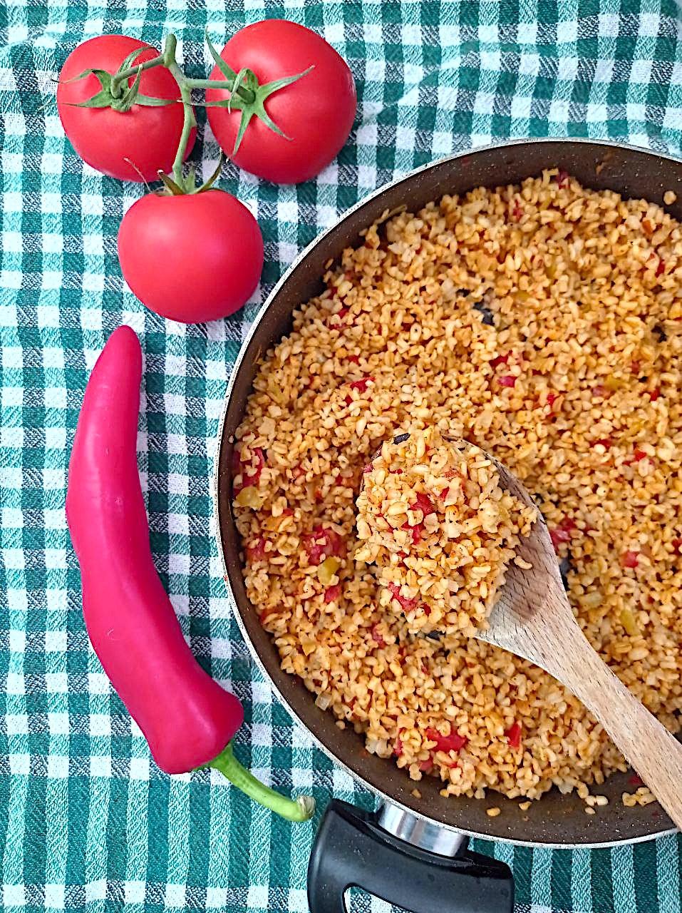 Bulgur Pilav: klassischer Bulgur mit Tomate und Paprika