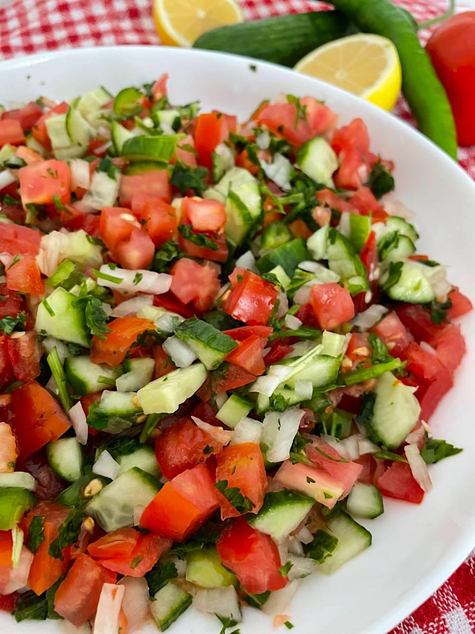 Coban Salatasi: türkischer Hirtensalat