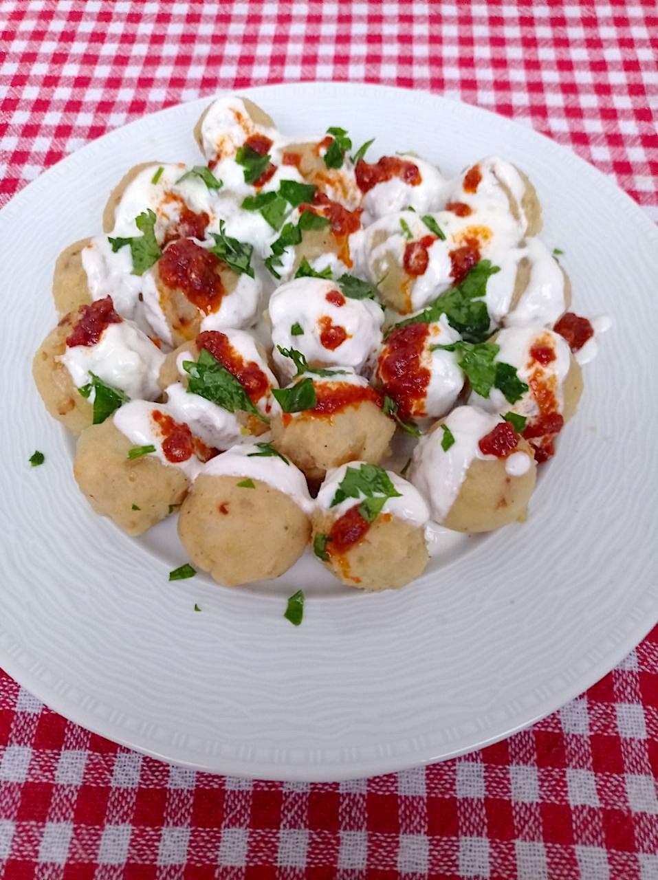 Patates Borani: Kartoffelbällchen mit Knoblauchjoghurt und Buttersauce