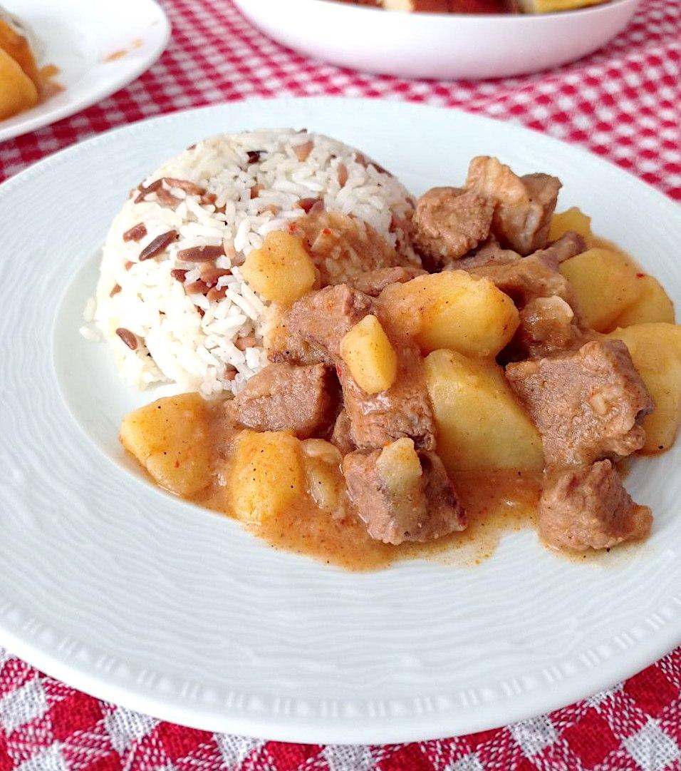 Tas Kebabi: herzhafter Fleischeintopf mit Kartoffeln
