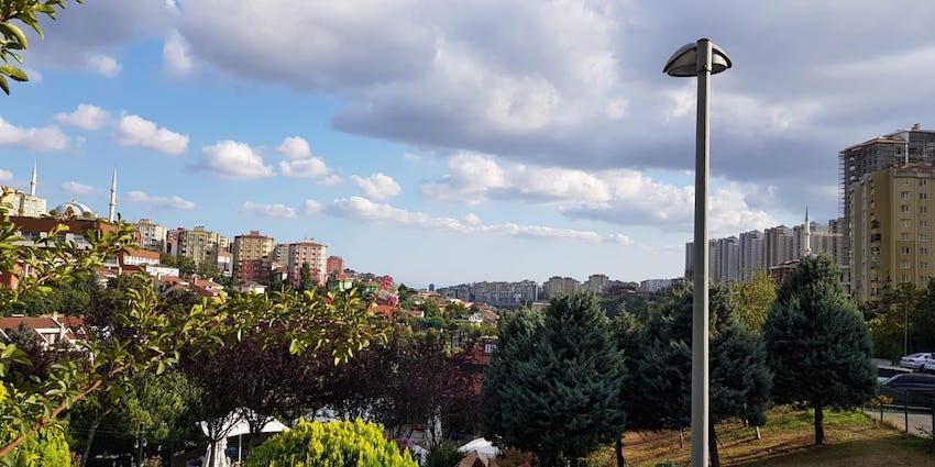 Ausblick auf Istanbul in einem Park in Basaksehir