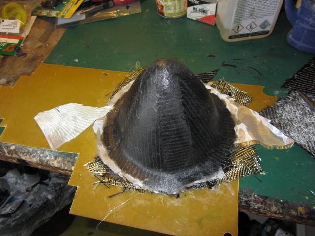 Fangen wir mit einfachen Sachen an! Das Urmodell vom Nasenkonus : Hierzu habe ich mal das Oberflächenharz von Bacu Plast verwendet EP2050 was sich super verarbeitenl läst!