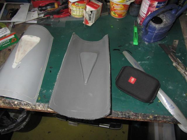 Weiter gehts! Die Form für den Rumpfrücken ist auch soweit fertig.  Die braucht jetzt nur noch poliert werden und dann kann man damit arbeiten !