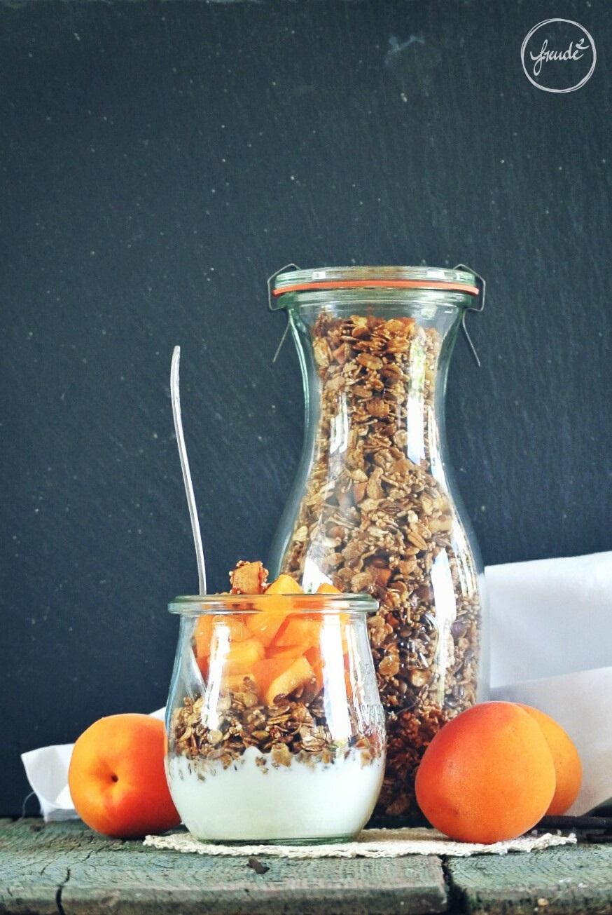 Knuspermüsli mit Honig, Nüssen und Zimt