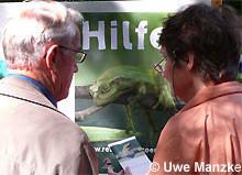 Auf dem Umweltforum im Schulbiologie- zentrum in Hannover informiert der NABU Regionalverband Hannover alljährlich über das Amphibiensterben.
