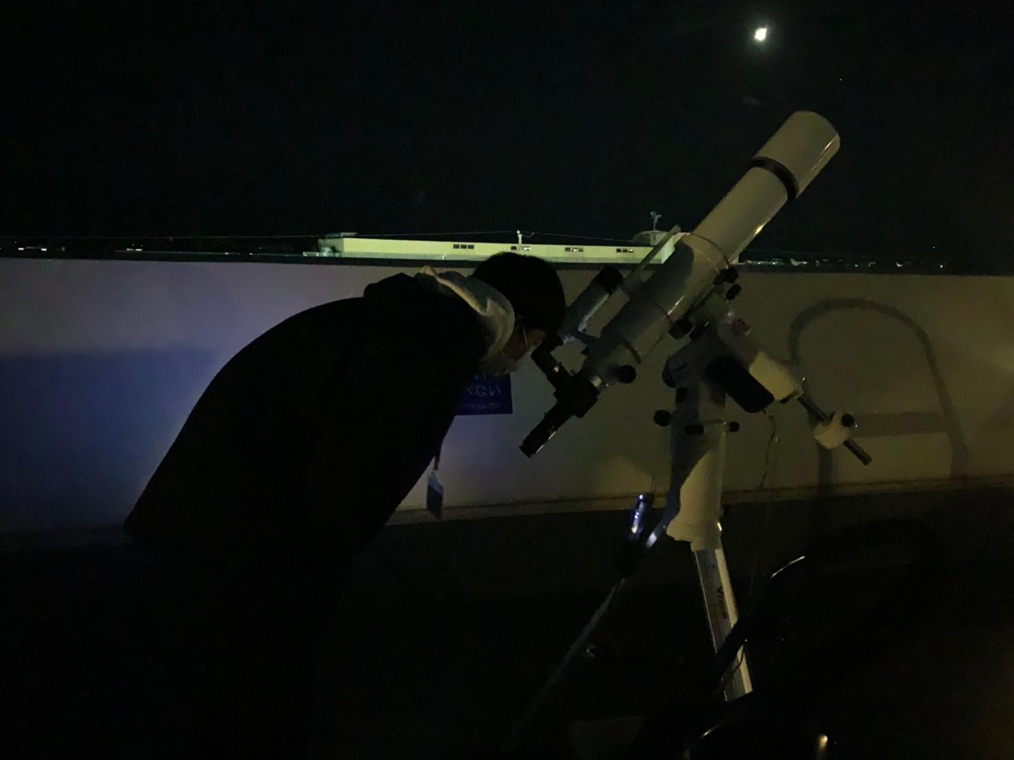 「月」をうつす望遠鏡
