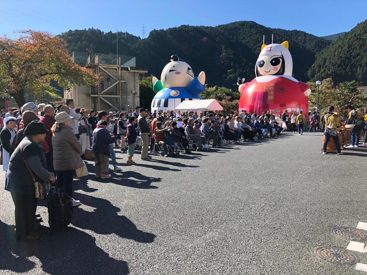「秋葉太鼓」の演奏の時には、大勢の観客が!