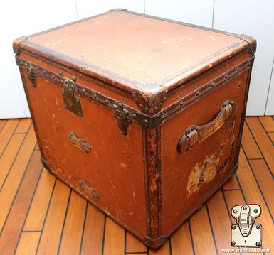 Vuittonite orange Louis Vuitton trunk old