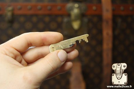 temporary key for luggage vuitton old trunk