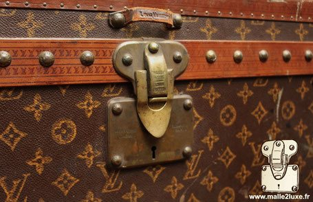 old vuitton lock trunk close