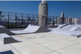 東京 お台場 屋上にあるスケートパーク