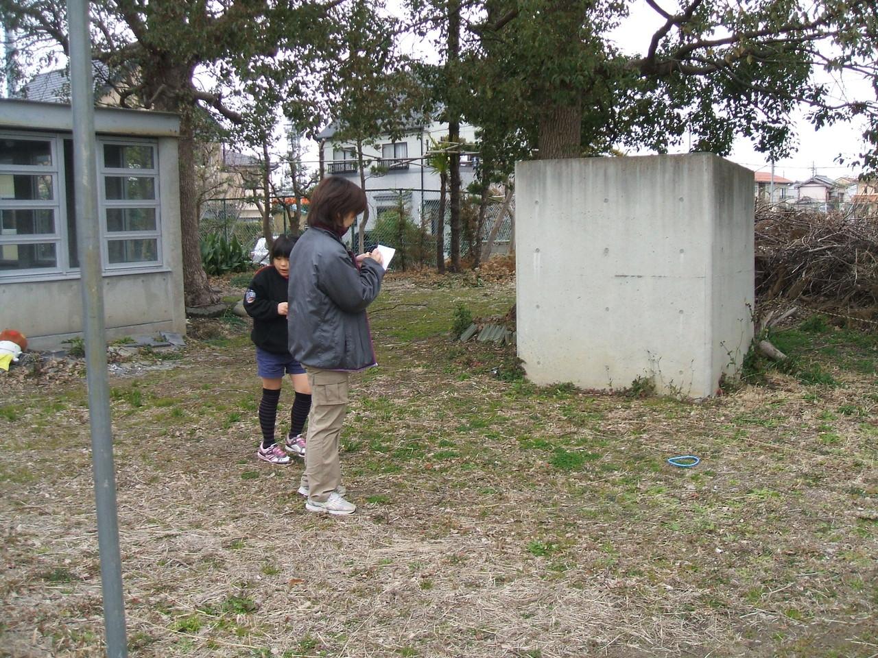 カモフラージュ(敷地内にある不自然な物を探す)