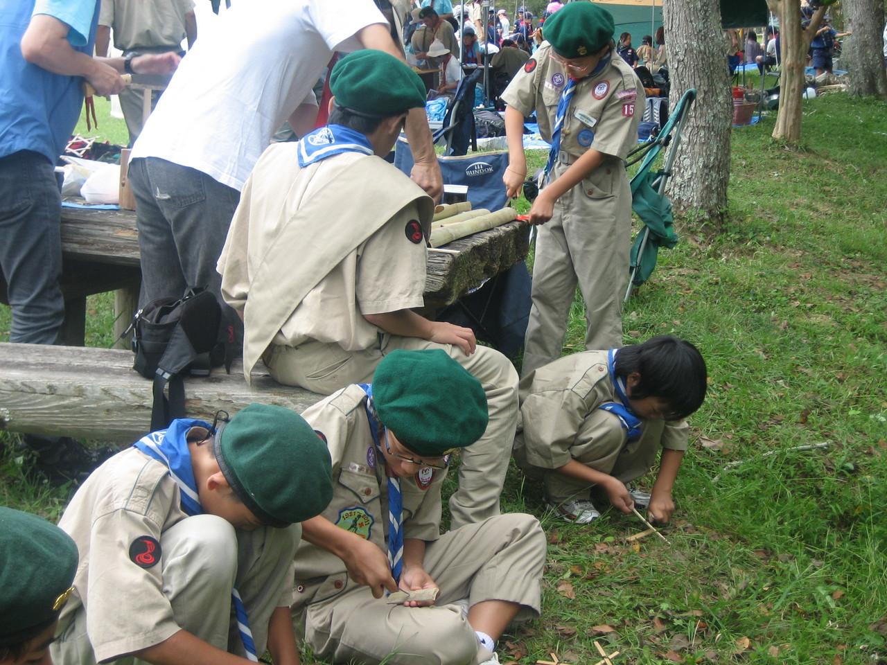 コブラ班 竹トンボ製作中