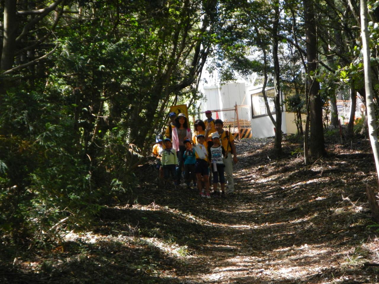 コースの反対から、ビーバー・カブ隊が現れました