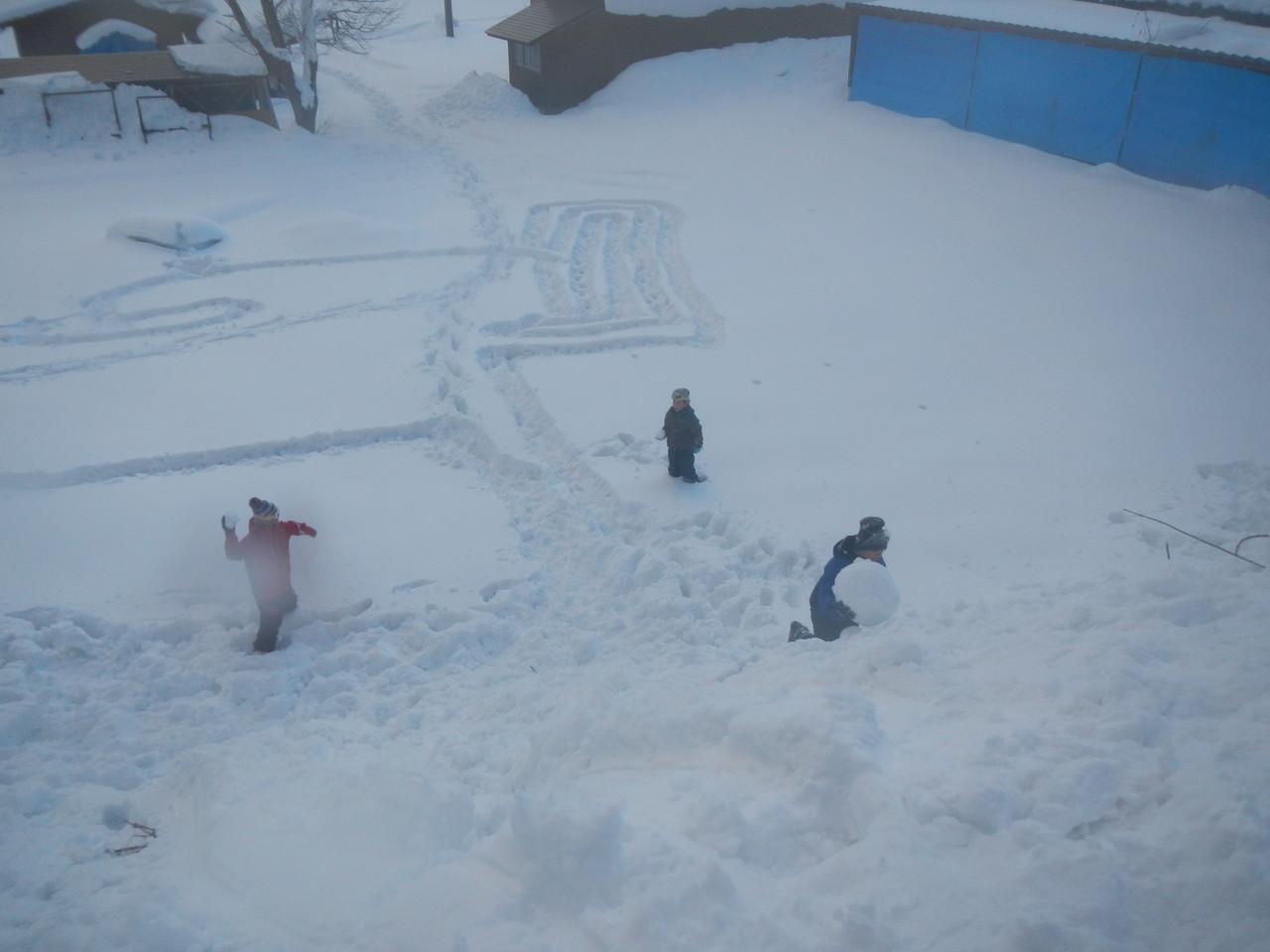 下では雪合戦