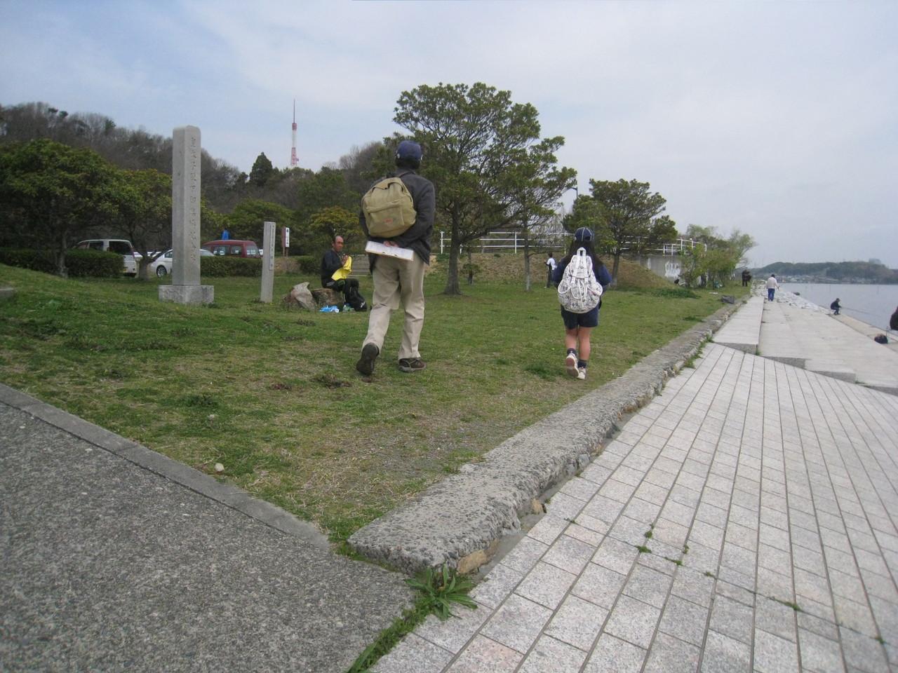 佐鳴湖を時計回りに進みます