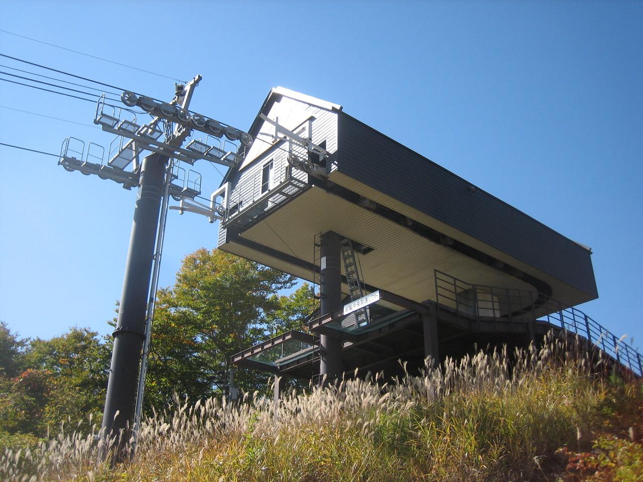 高速リフト駅