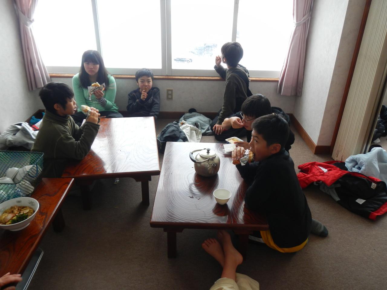 みんなジャンボチョコモナカを食べています
