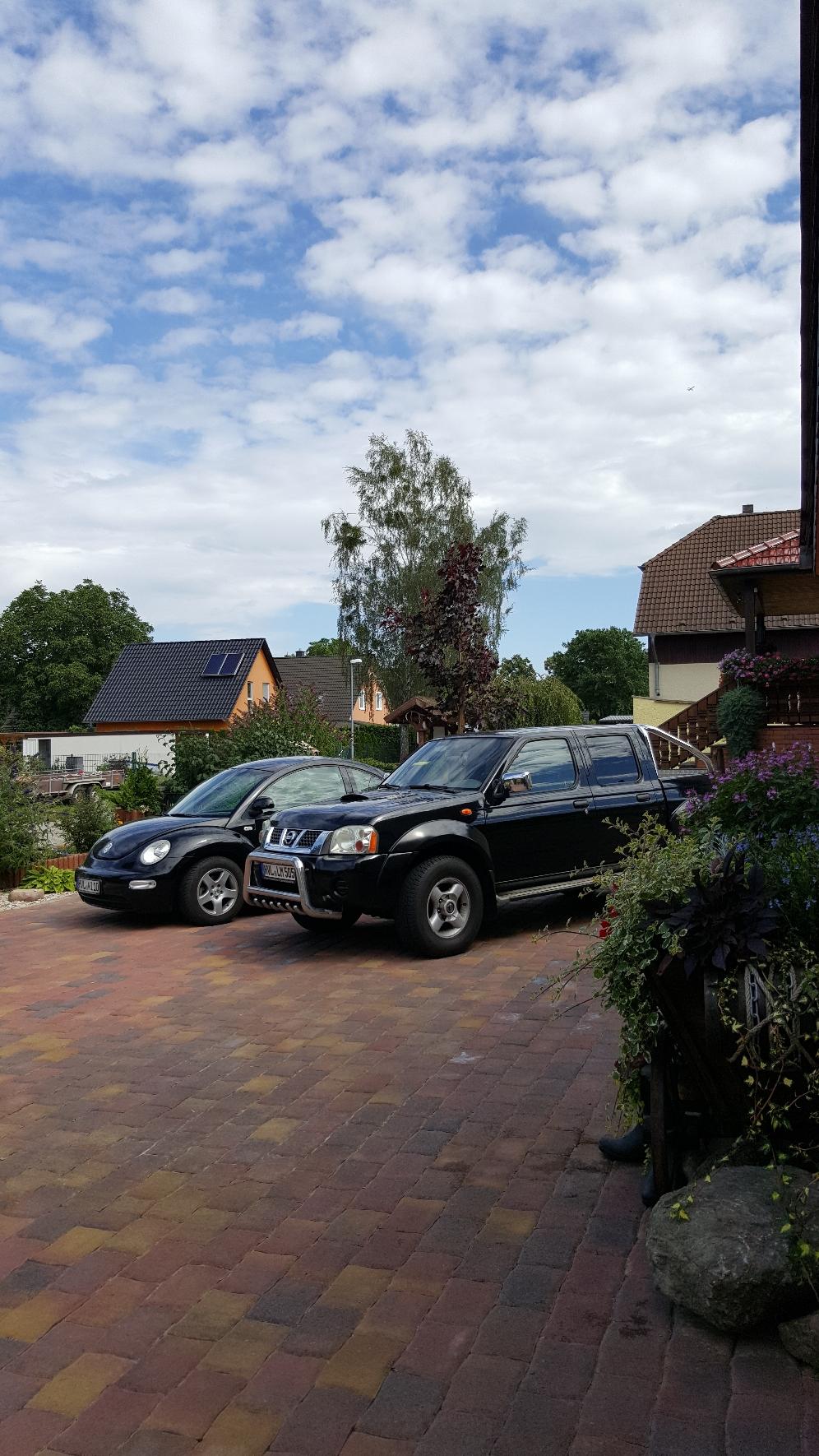 Parkplätze auf dem Grundstück.