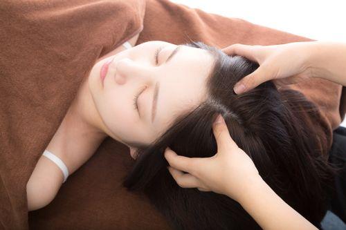 頭蓋の筋膜やお顔の表情筋の緊張をときほぐします
