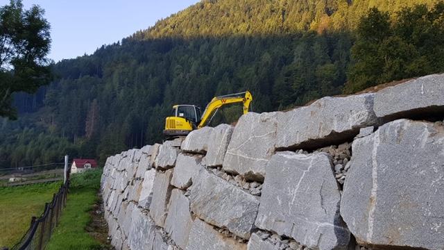 Natursteinmauer trocken verlegt Kopfsteine Möllbrücke Erdarbeiten Mietpark Schachner