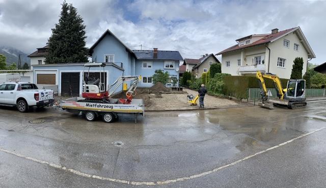 Zufahrt und Parkplatz koffern in Spittal an der Drau mit 1,8to Bagger