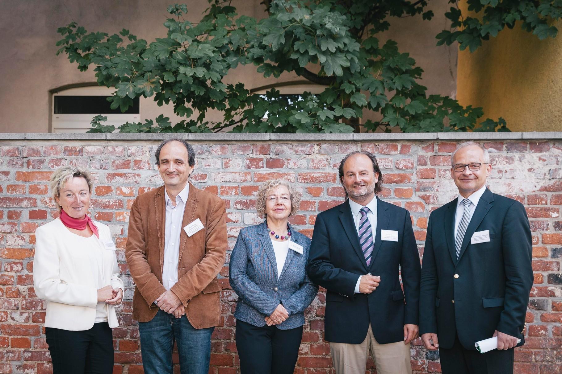 von rechts: Carola Sandkühler, Prof. Dr. Dr. Michael Kühne, Helga Strube, PD Dr. med Thomas Ellrott, Dr. Christian Schmidt