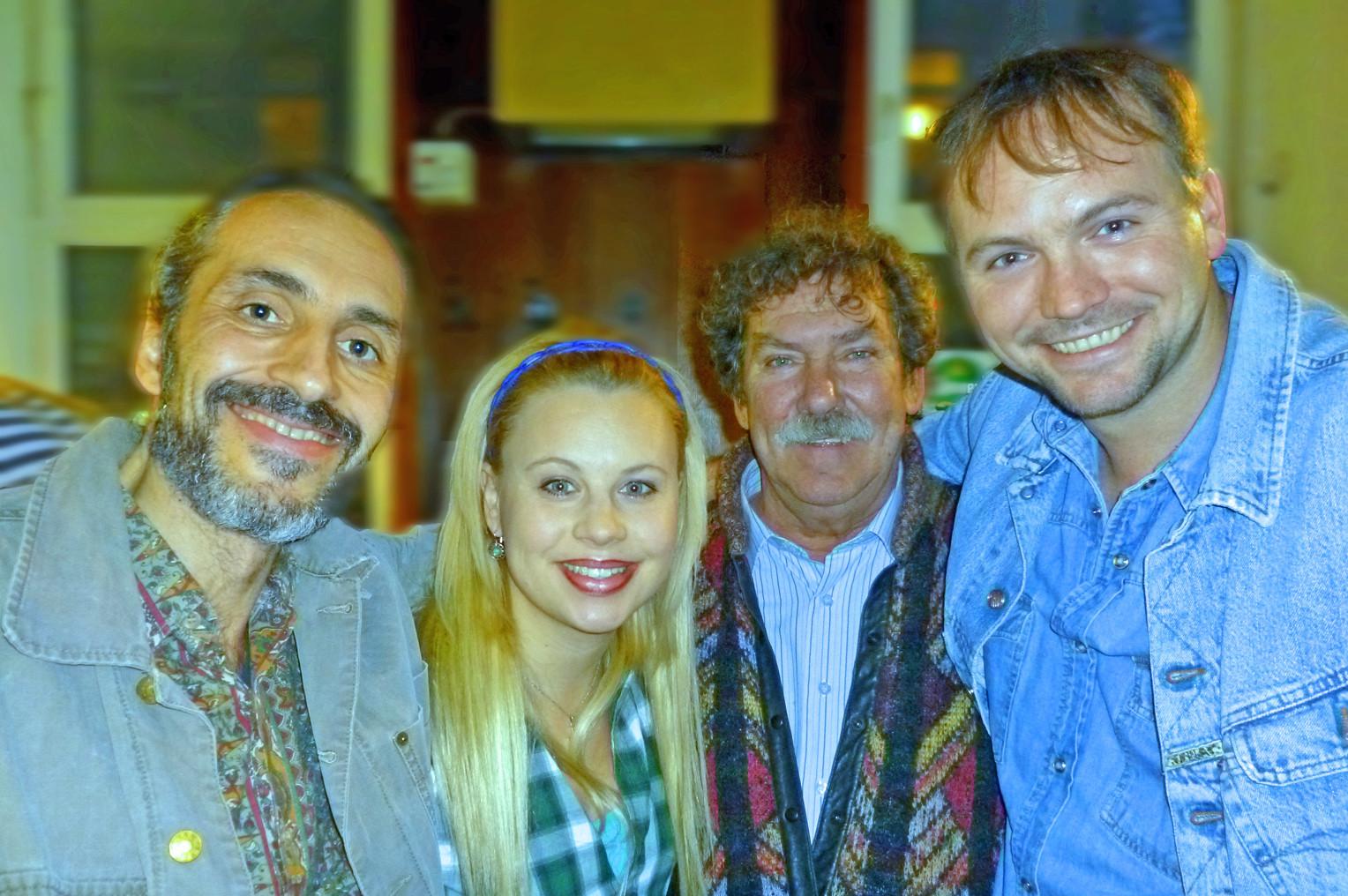 """Setfoto - ORF Comedy, """"Gemischtes Doppel"""", von links nach rechts- Siegbert Pacher, Katharina Strasser, Stefan Jirges, Thomas Stipsits"""