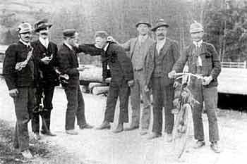 Feuerwehrmannschaft Mühlbach mit Melderad