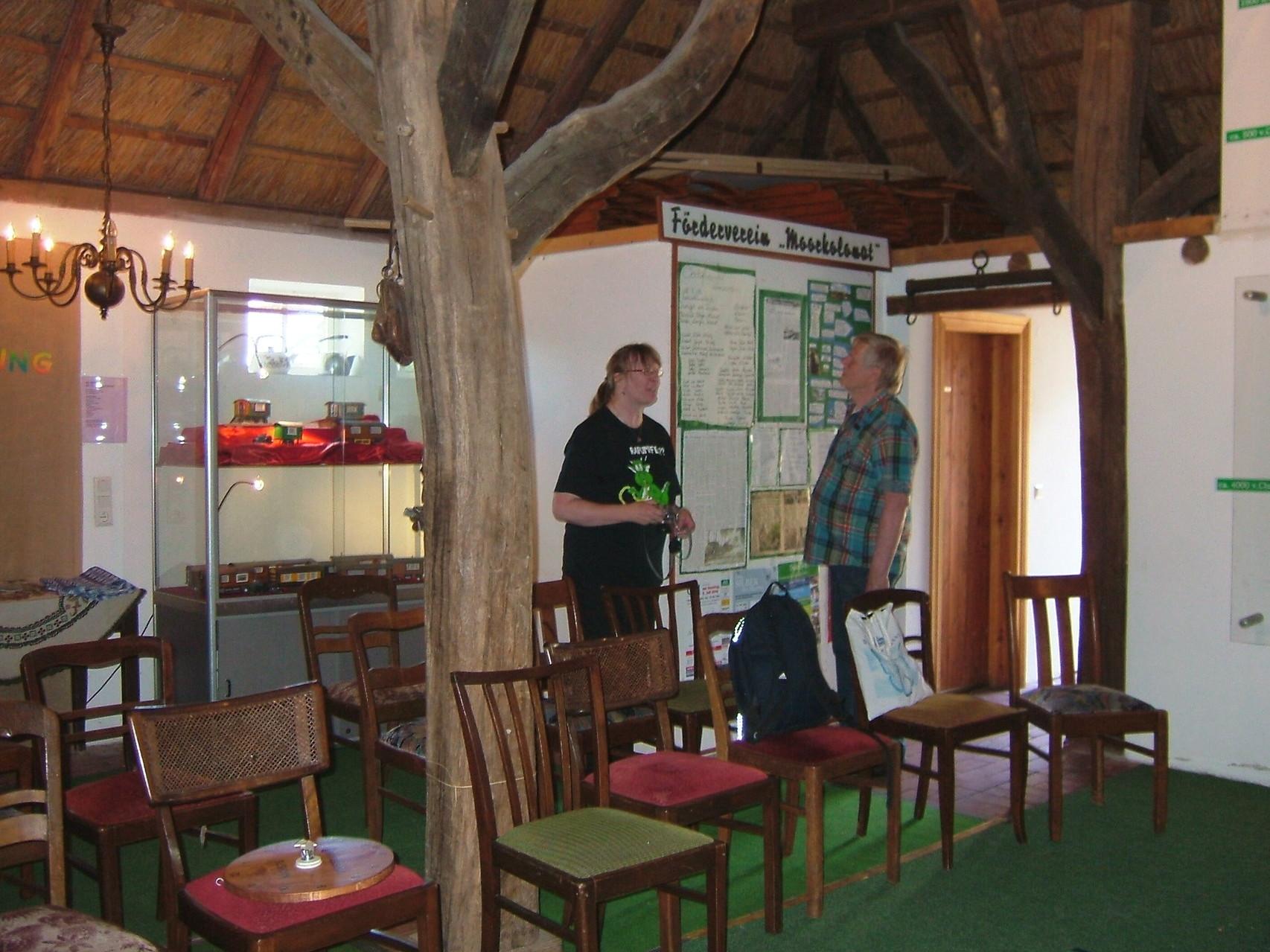 Aufbau-Besprechung in der Scheune vom Kolonistenhaus.