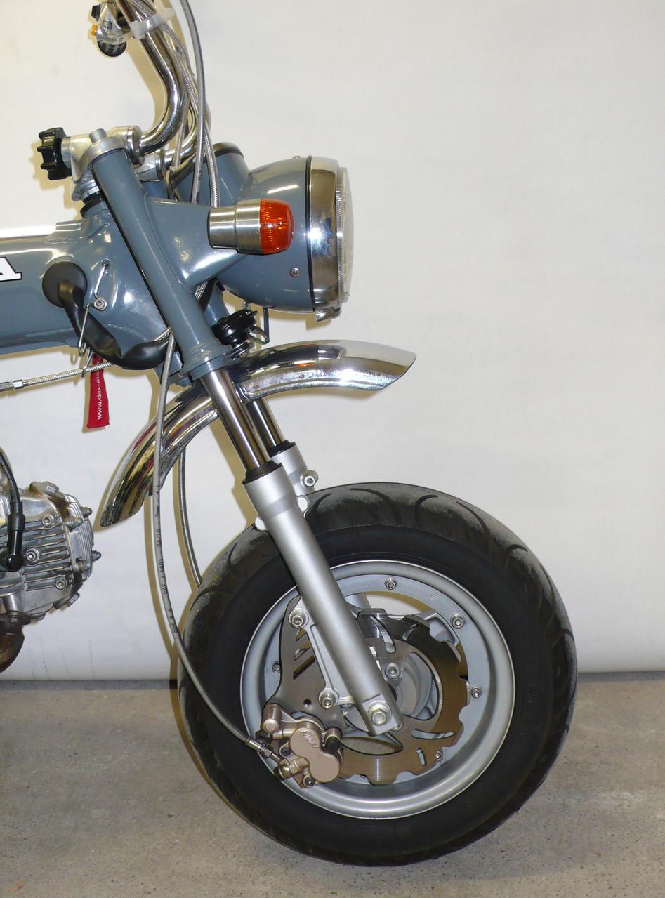 ... und Scheibenbremsanlage der Honda Nice.