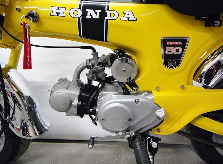 Wieder beisammen: Überholter Motor im frisch lackierten Rahmen.