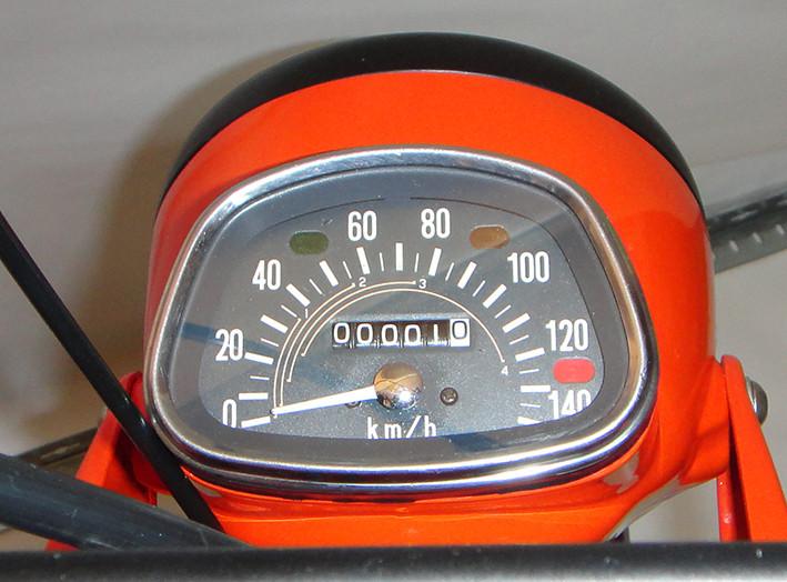 Rarität: Racho bis 140 km/h und reichlich Kontrollleuchten.