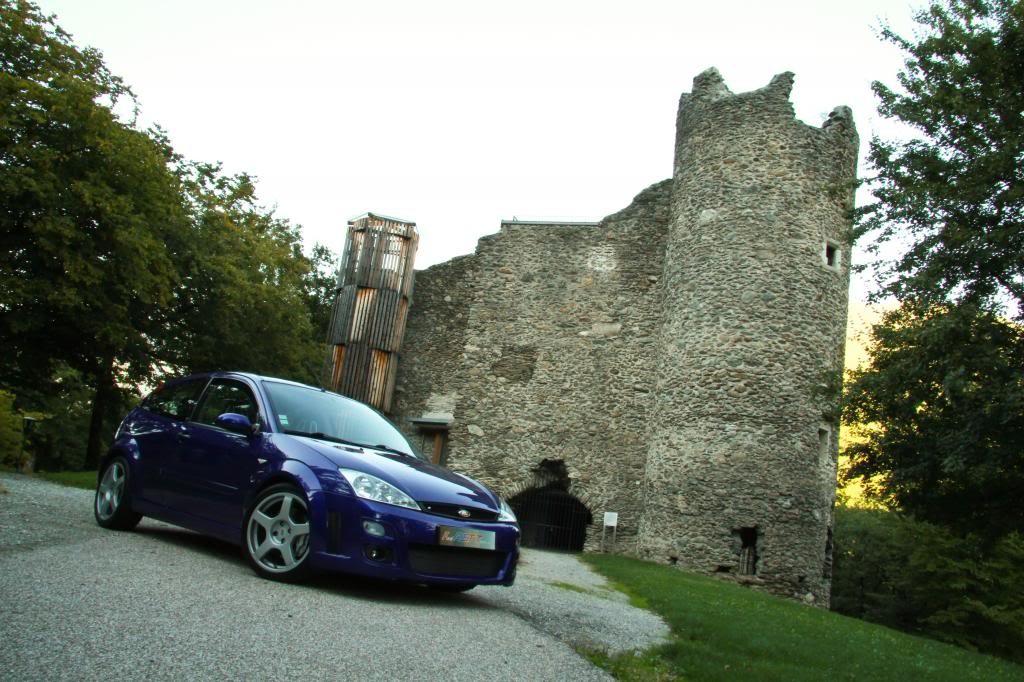 ma RS devant le château d'Essert Blay !