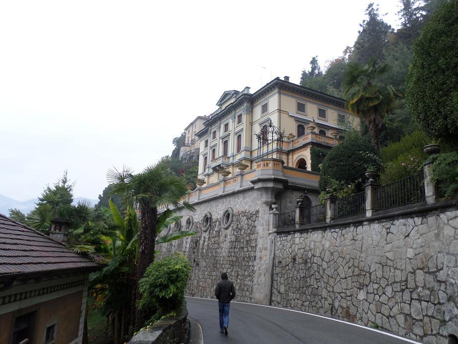 Très belle villa sur la route pour aller à Orta
