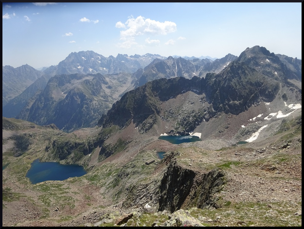 Vue sur l'Argentera et les lacs Valscura depuis le sommet du Malinvern