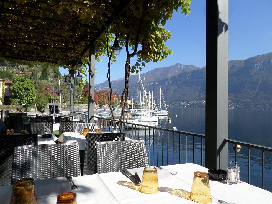 "La terrasse du restaurant ""La Pergola"" qui offre une vue extraordinaire."