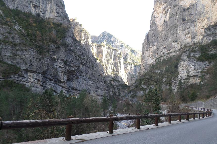 Route dans les Gorges inférieures du Cians
