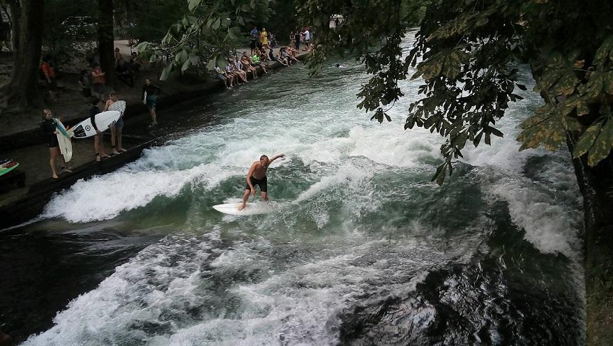 surf sur la Eisbachwelle