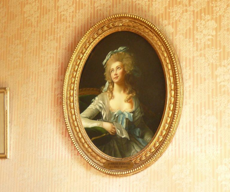 Catherine Grand,  épouse de Talleyrand. Copie de son portrait par Elisabeth Vigée-Lebrun.