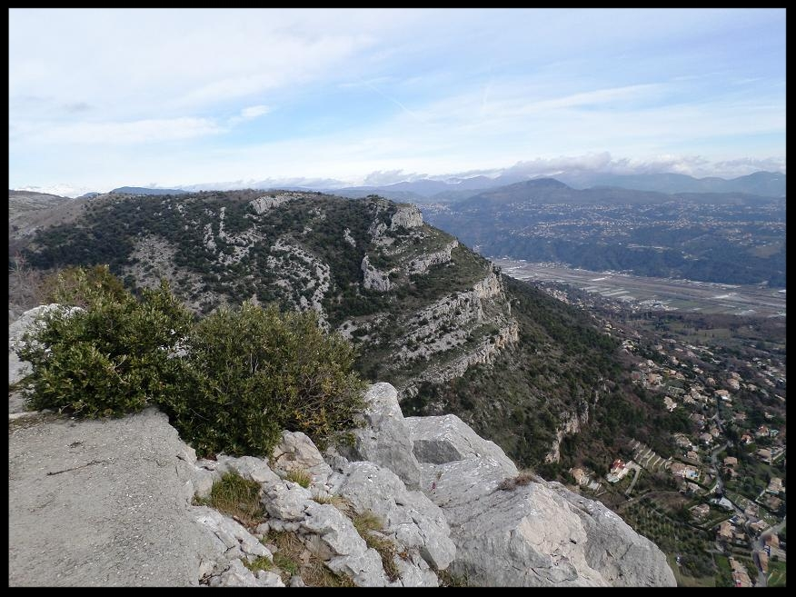 Le Baou de la Gaude vu du sommet du Baou de Saint Jeannet